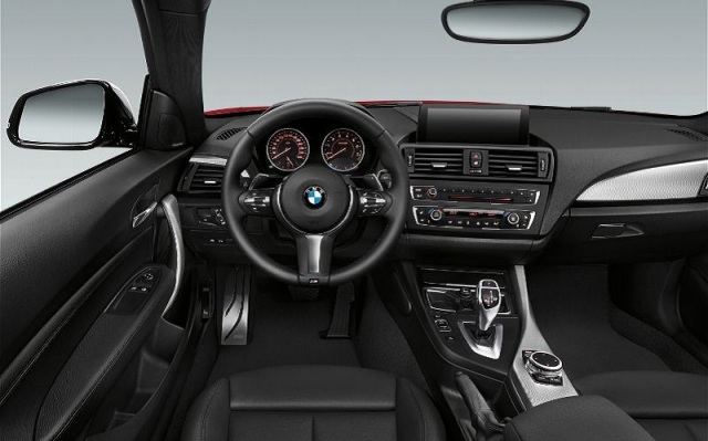 2014-BMW-M235i-Coupe-Interior